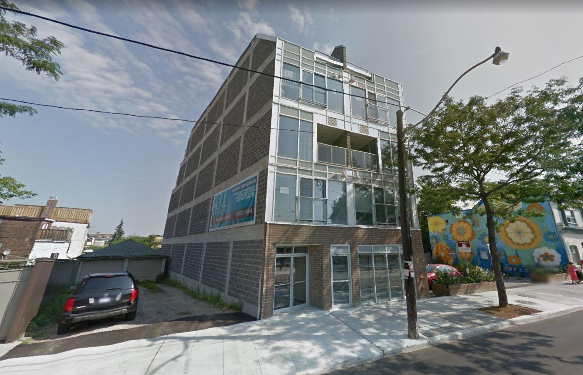 1636 Dundas St W (#U16) Toronto, Ontario - Front View